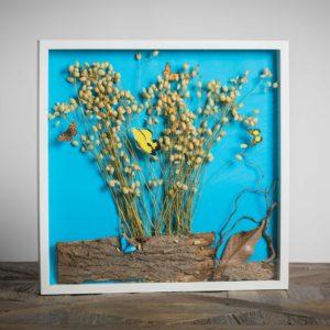 Primavera- materiali: cortecce, flora spontanea, foglia di magnolia grandiflora, farfalle di plastica - 50x50 cm
