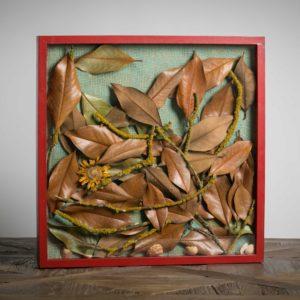 foglie al suolo-materiali: rametti lichenificati, foglie di magnolia grandiflora, fiore di gerbera, conchiglie dall'atlantico - 50x50 cm