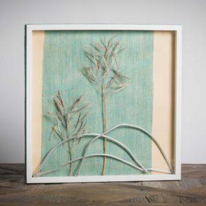Elementi mobili - materiali: stecche di vecchio stendino, flora spontanea, cartoncino colorato, stoffa di iuta - 50x50 cm