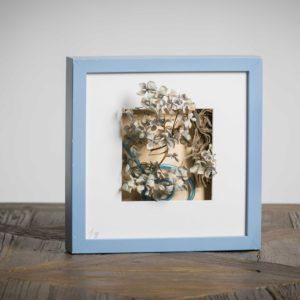 senza titolo (collezione privata)-materiali: ortensia, cannuccia di plastica, cartone da imballaggio - 25x25 cm